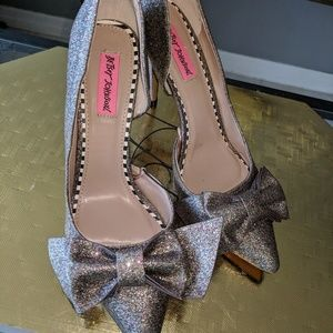 Gorgeous silver sparkly never worn heels